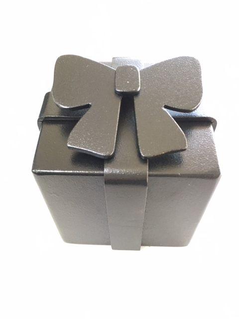 ギフトボックス型置物(ドアストッパー)